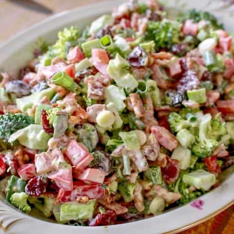 SALATA DE BROCCOLI CU BACON