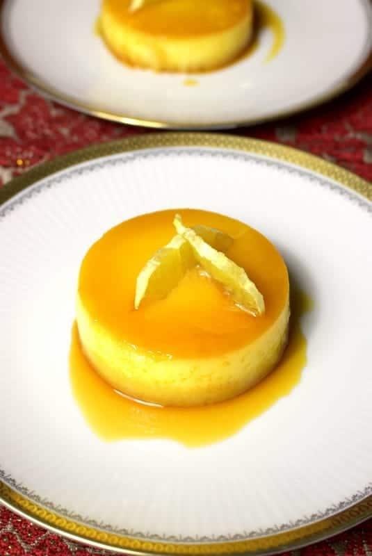 Un desert delicios de flan cu portocale si migdale din bucataria spaniola. Parfumat si delicat, acest desert aduce eleganta unei cine speciale.