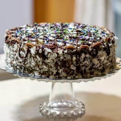 German Chocolate Cake- Tort De Ciocolata Cu Cocos Si Nuci Pecan